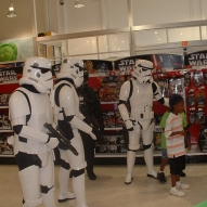 501st_at_toys_r_us__09-16-2006__003