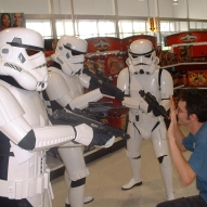501st_at_toys_r_us__09-16-2006__005